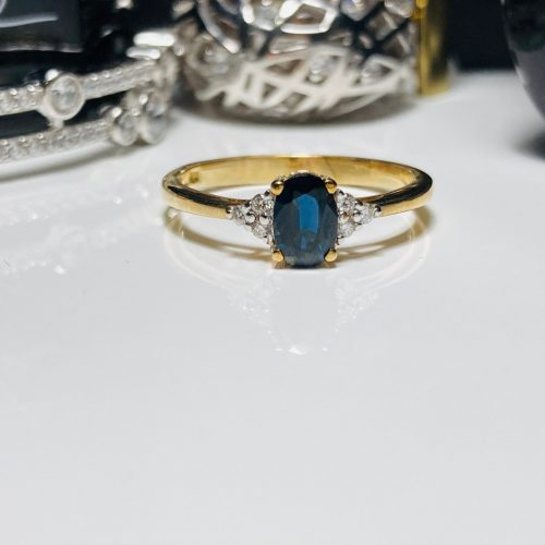 Yellow Gold and Sapphre Ring