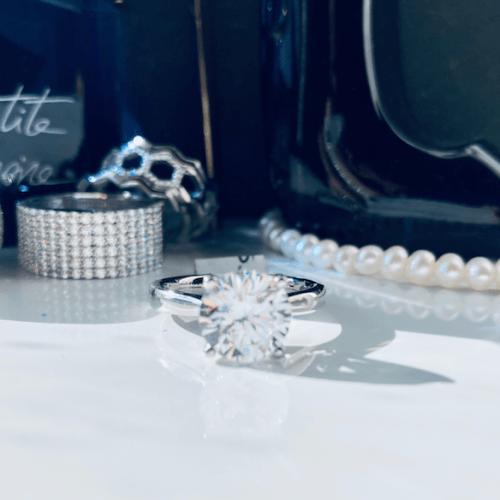 Solitaire 4 Claw Platinum Ring