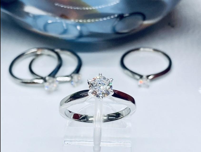 0.70ct Diamond Solitaire Engagement Ring in Platinum